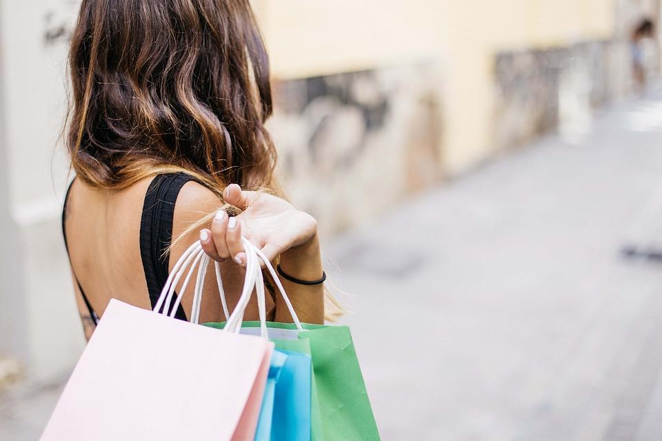 Faire du shopping tout seul ou accompagné?